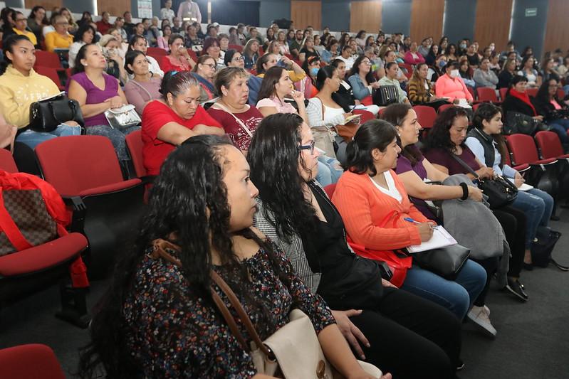 Actualiza DIF Jalisco a personal de CADI
