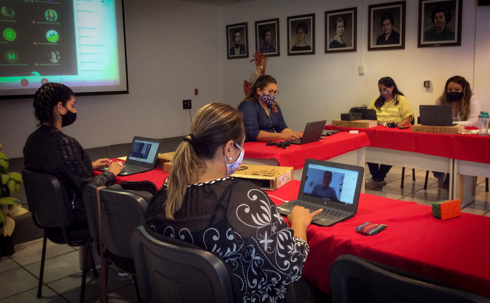 Capacitación a personal de Cien Corazones por parte de Google for Education