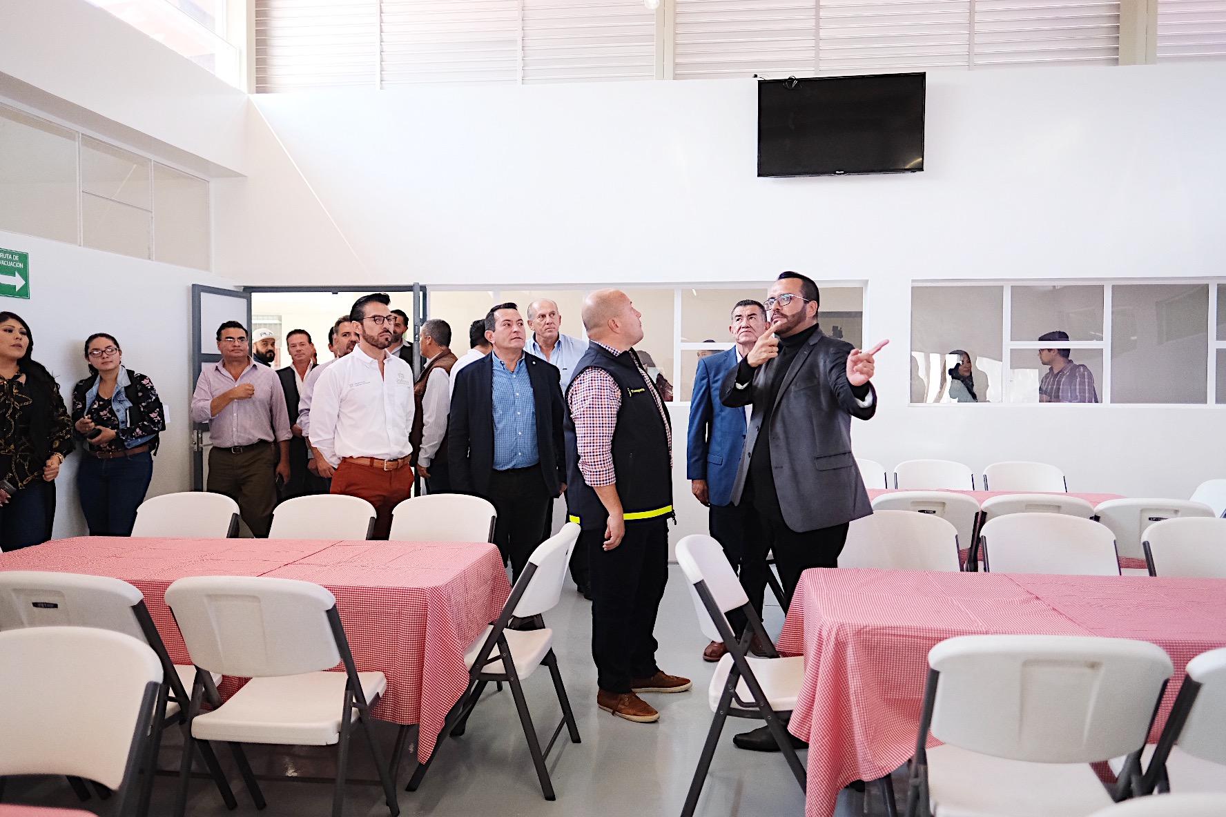 El Gobernador de Jalisco, Enrique Alfaro Ramírez, realizó un recorrido por áreas remodeladas de la Casa Hogar para Persona en Situación de Calle.