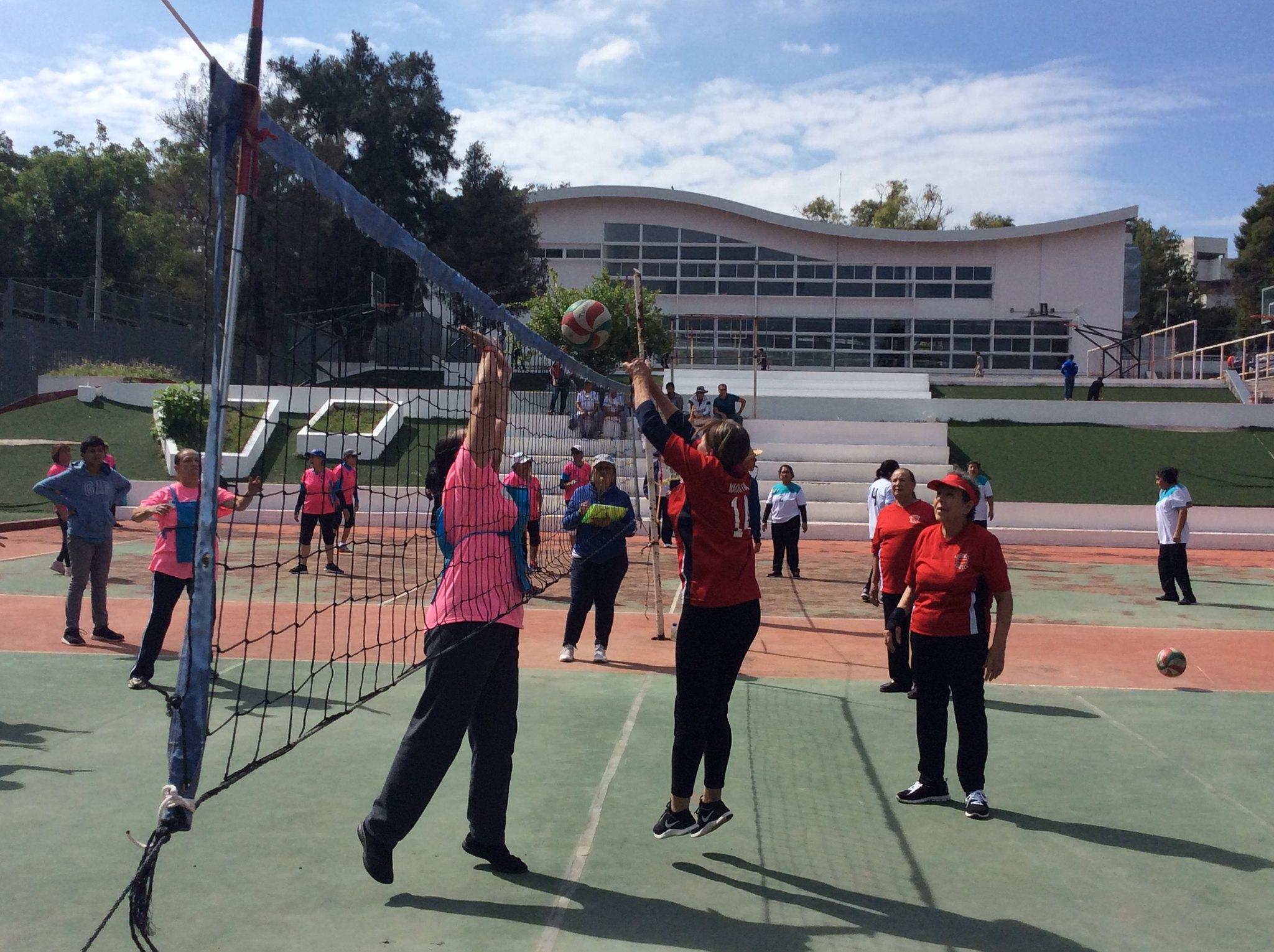 Más de mil 800 adultos mayores participaron en la Jornada Deportiva y Cultural realizada en el Polideportivo Revolución.