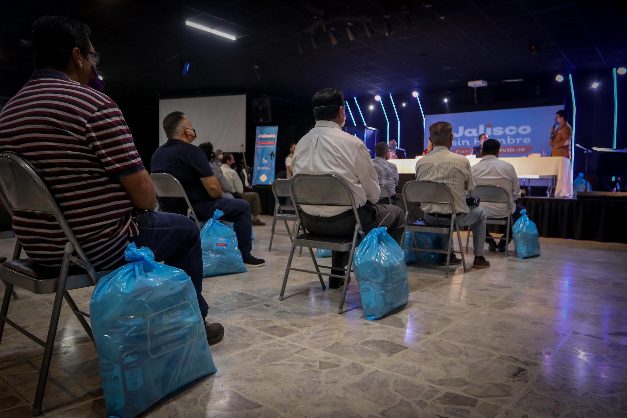 Entrega de despensas Jalisco sin Hambre a Iglesias Cristianas