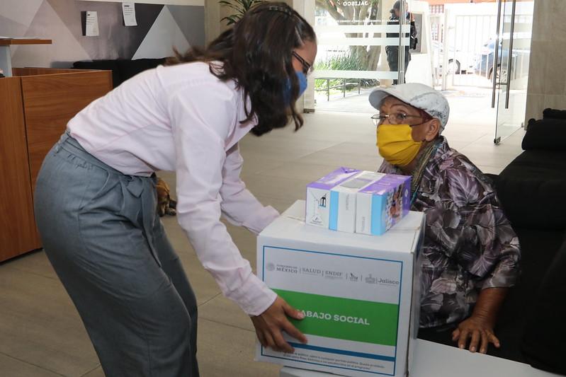 Entrega de apoyos  a población vulnerable