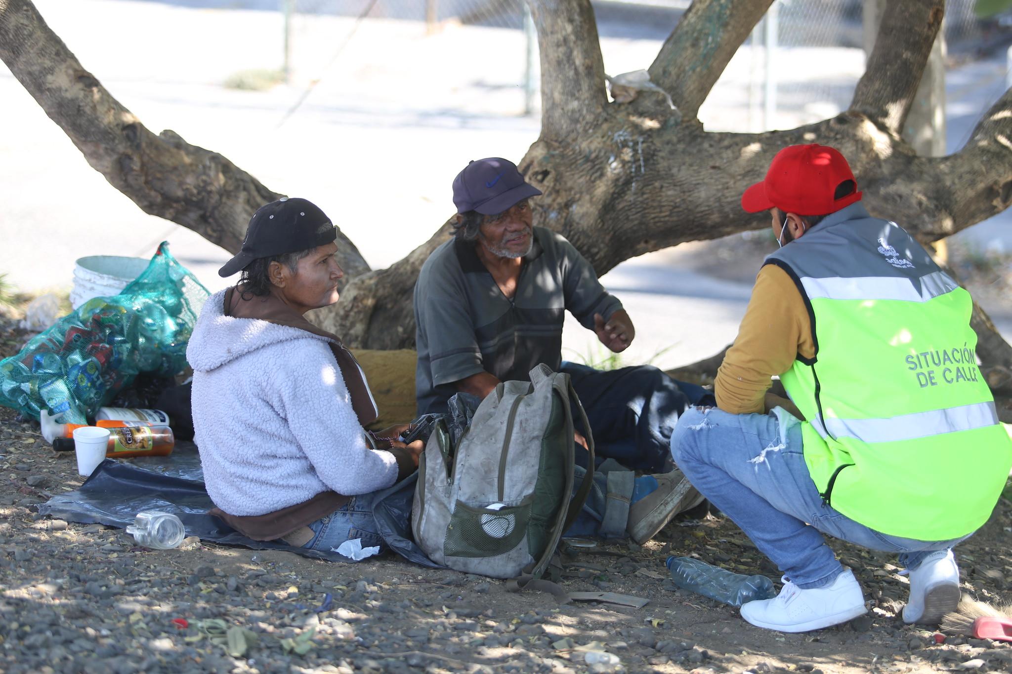 DIF Jalisco apoya a migrantes en tránsito por la ZMG mediante servicios de alojamiento, higiene y alimentación.