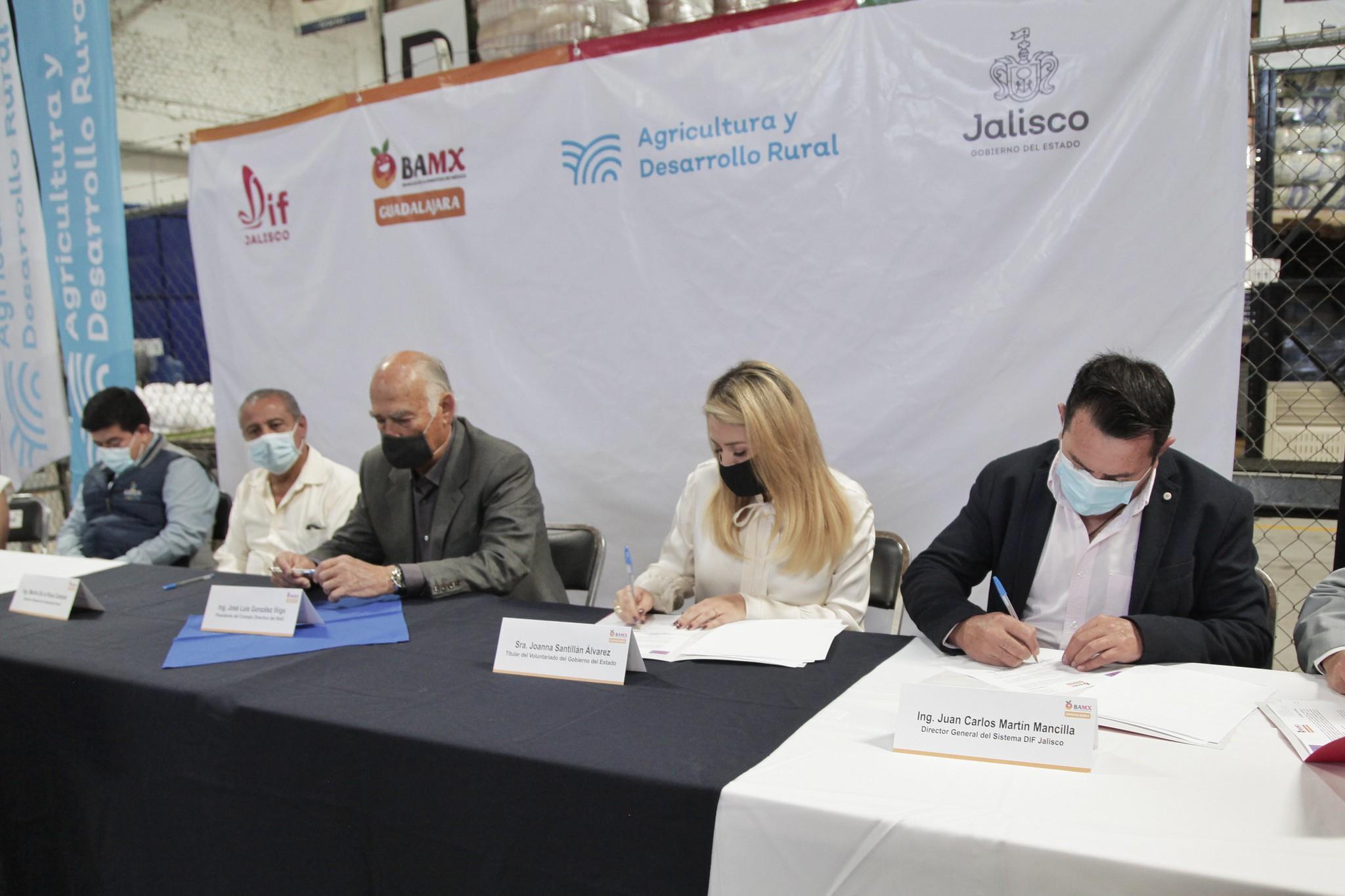 Firma de Convenio entre el Sistema DIF Jalisco y el Banco Diocesano de Alimentos Guadalajara, A. C., para fortalecer acciones conjuntas.