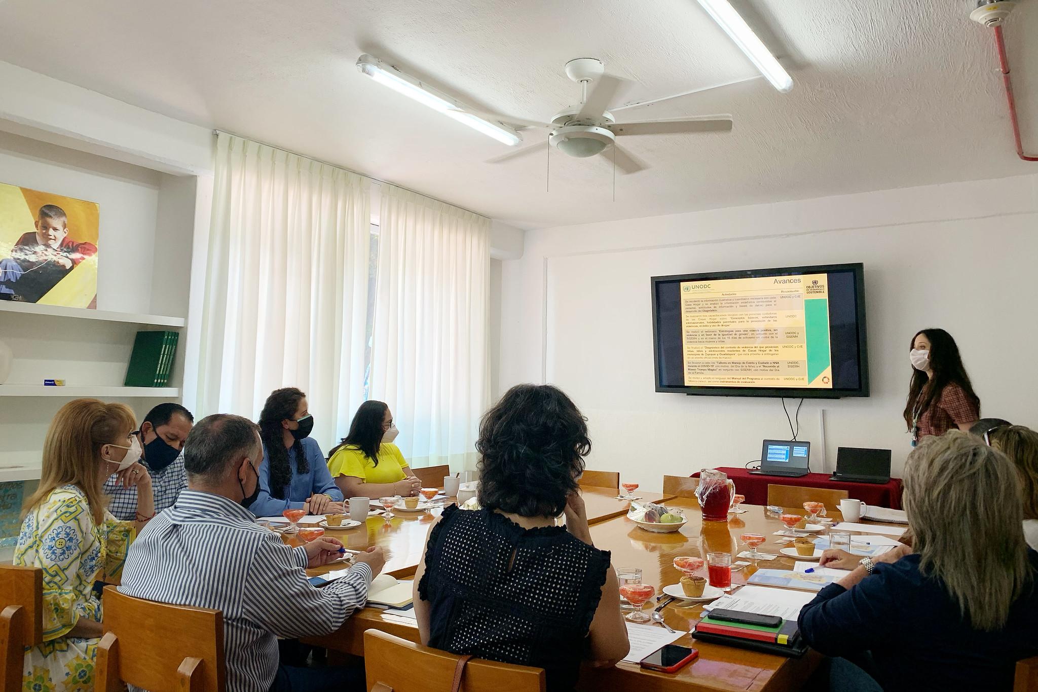 """Reunión con UNODC para anunciar avances en implementación del  programa """"Construyendo Familias"""" en Jalisco."""