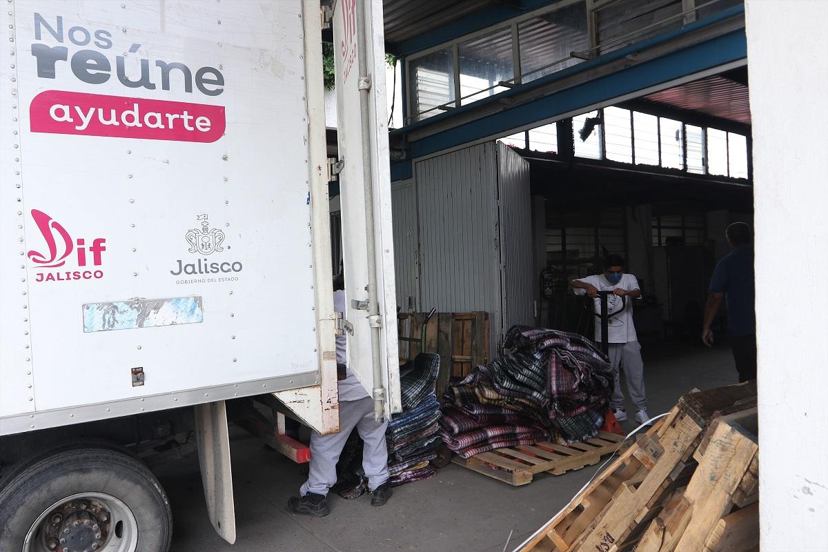 """DIF Jalisco envía insumos a los municipios que pudieran ser afectados por la Tormenta Tropical """"Dolores""""."""