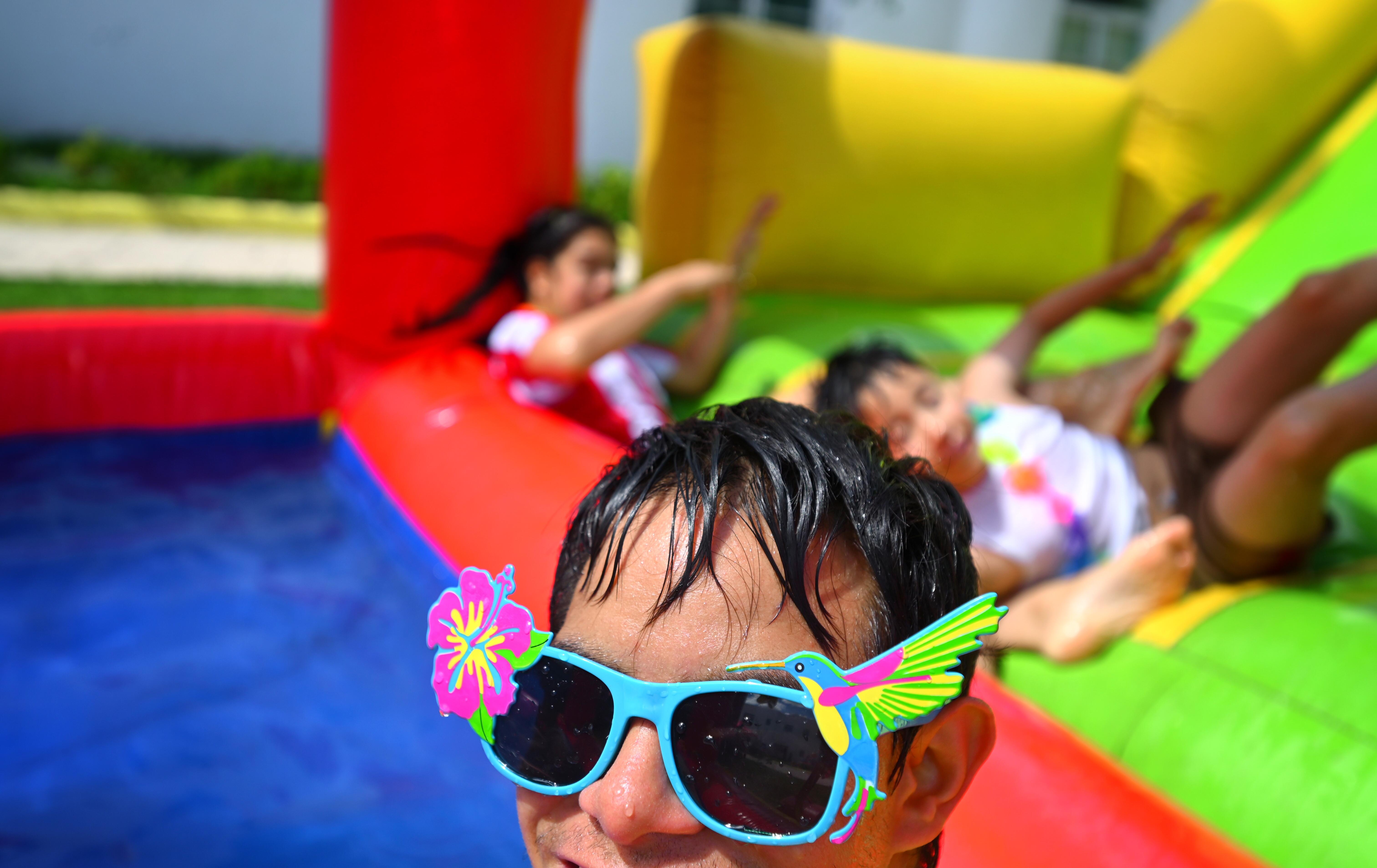 """Residentes del Centro """"Cien Corazones"""" de DIF Jalisco, celebraron cumpleaños con una Pool Party."""