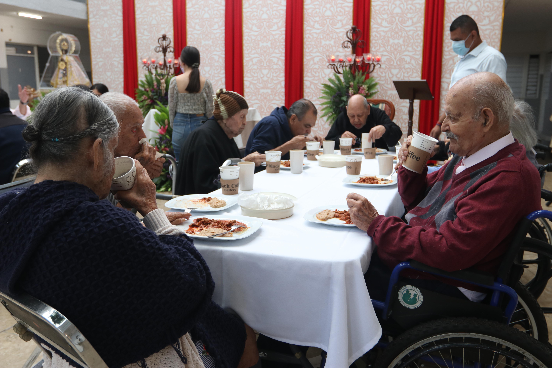 """En su 50° Aniversario, el asilo """"Leónidas K. Demos"""" recibió la visita de la Virgen de Zapopan."""