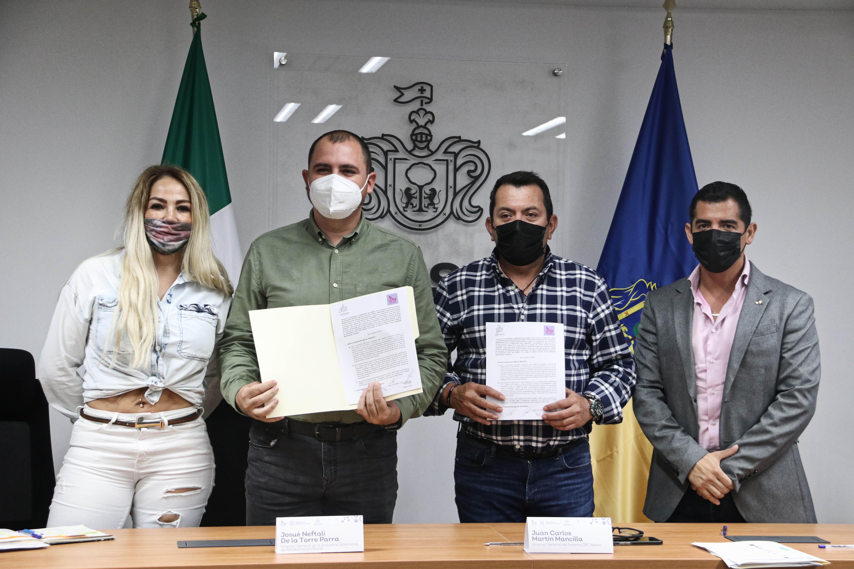 Autoridades muestran Convenio de Colaboración entre DIF Jalisco y la INJALRESO