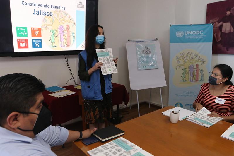 Sesiones de trabajo de la capacitación a personas cuidadoras de Casas Hogar