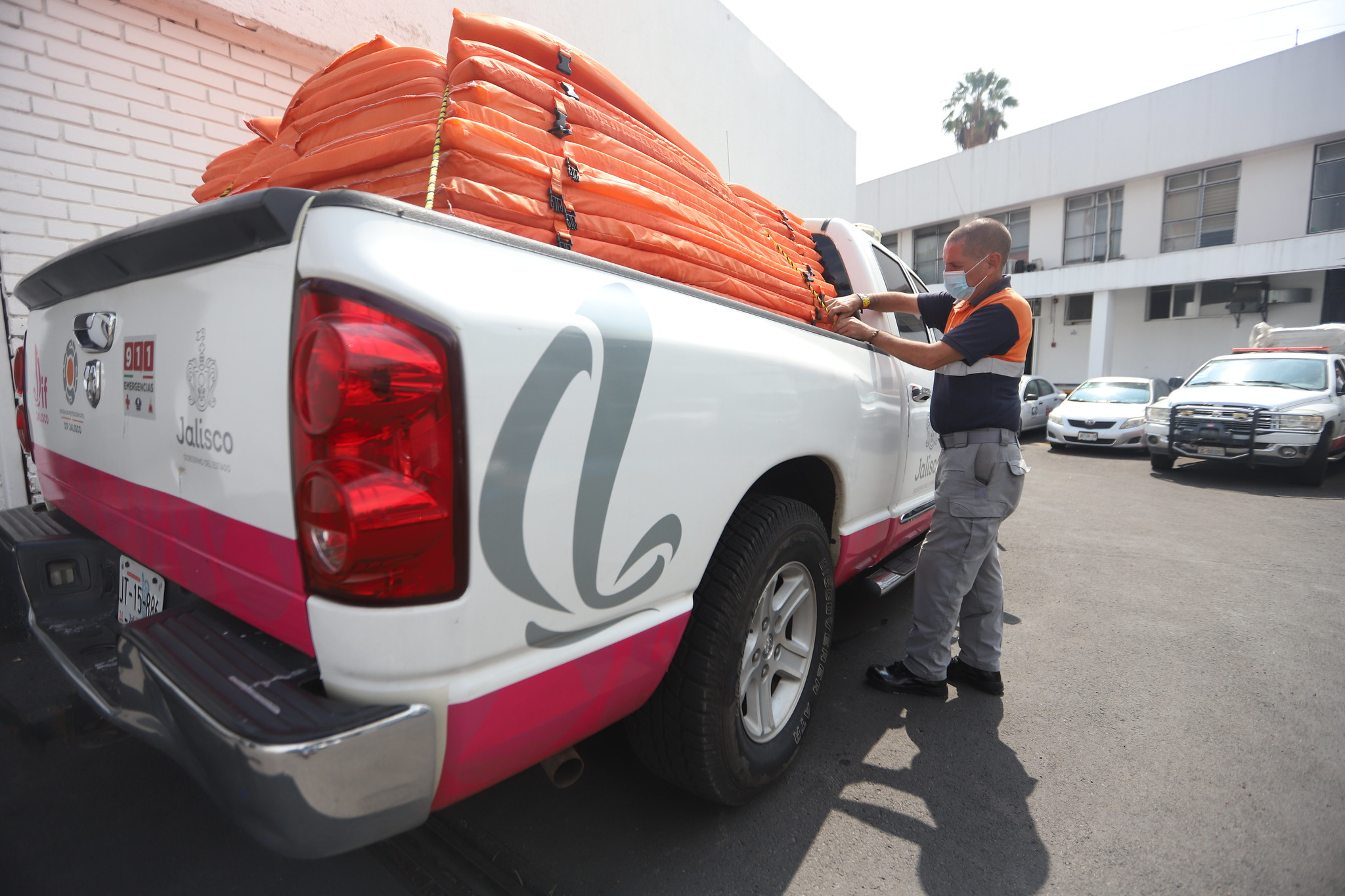 DIF Jalisco envía suministros para la atención de población en municipios afectados por lluvias.