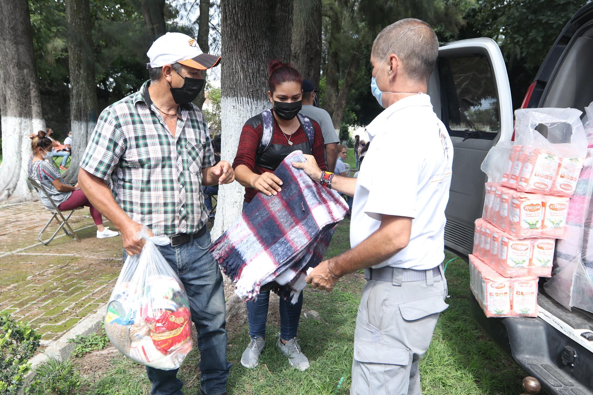 DIF Jalisco entregó apoyos a familias afectadas por lluvias en el municipio de Jamay.