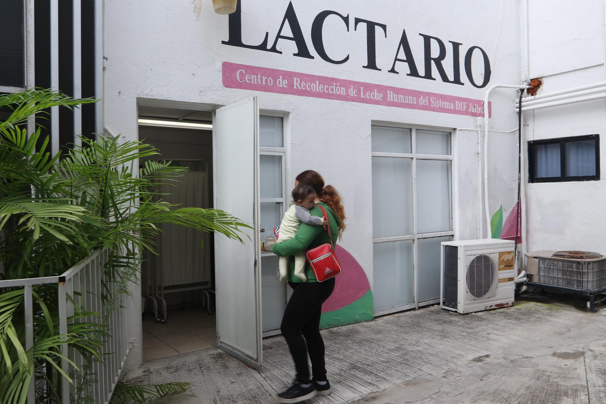 """DIF Jalisco recibe donativos de leche materna como parte de la Campaña """"Lechetón""""."""