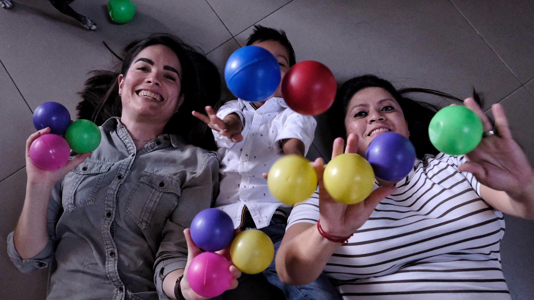 Gracias a la adopción, Palmira y Gabriela le dan a un menor de edad el derecho a vivir en familia.