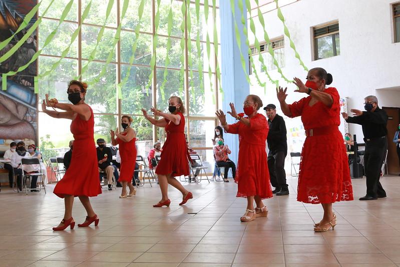 Adultos mayores de Centros de Día celebran su día