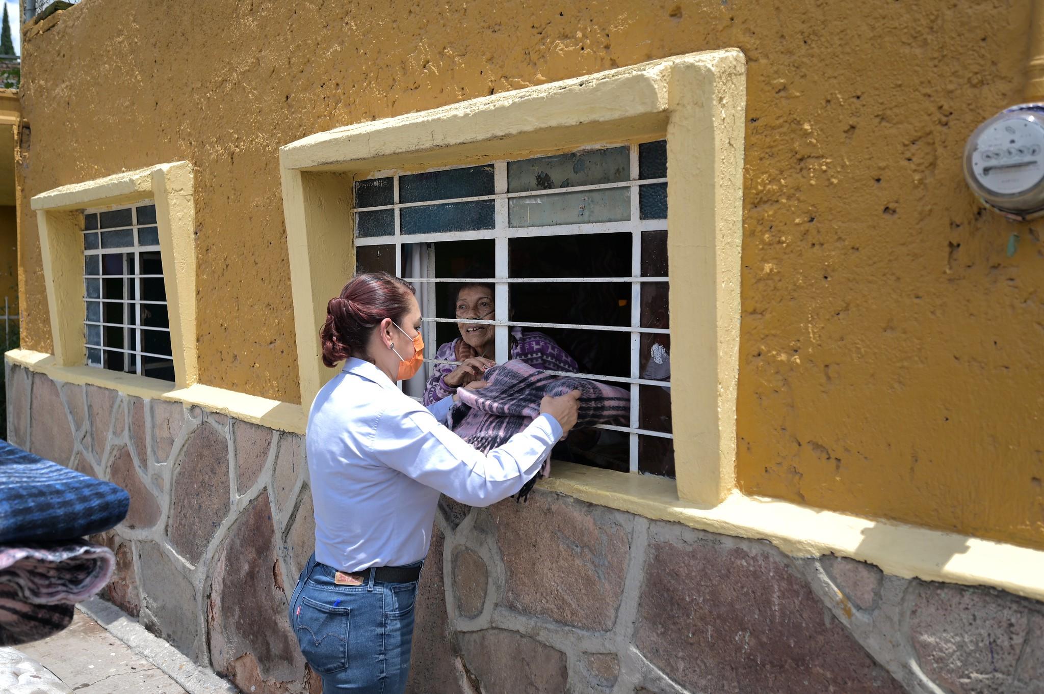 DIF Jalisco apoya al DIF municipal en la entrega de apoyos asistenciales tras las inundaciones registradas en San Pedro Tlaquepaque.