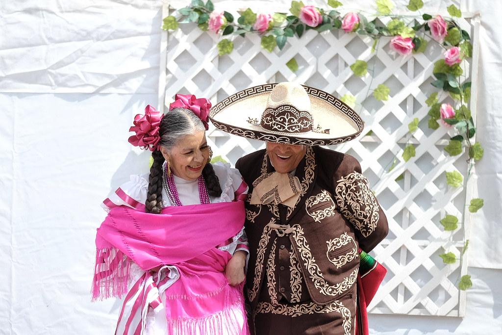 Baile folclórico es una de las disciplinas artísticas que realizan adultos mayores en la UNI3 de DIF Jalisco.