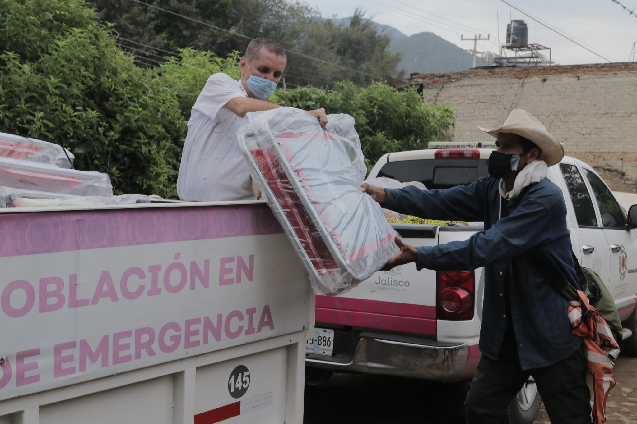 DIF Jalisco entrega ayuda humanitaria en comunidades de Chapala y Jocotepec