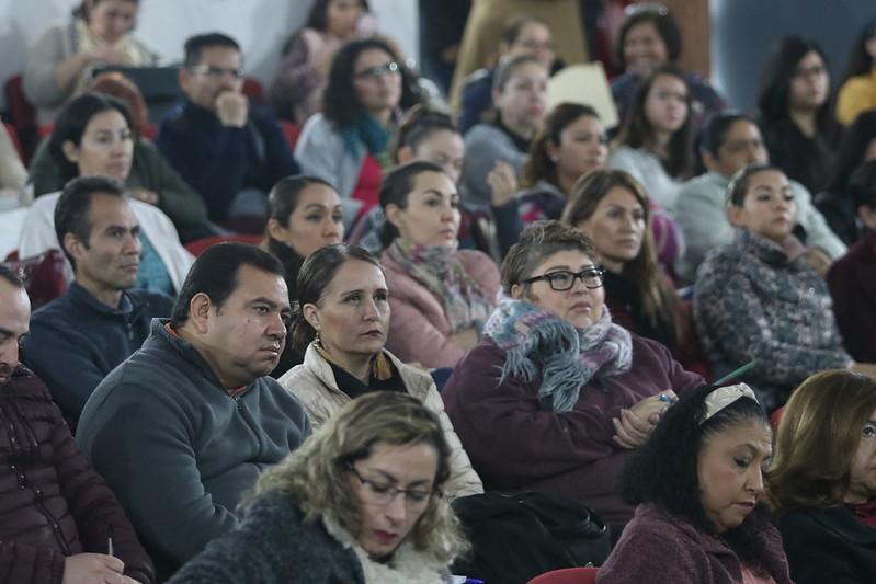 Los psicólogos en el auditorio de DIF Jal