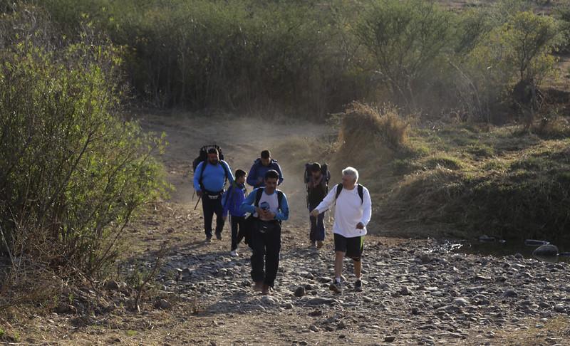 Peregrinos en camino a Talpa