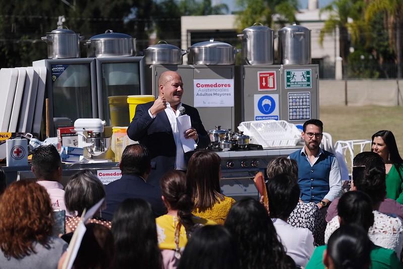 El Gobernador del Estado, Enrique Alfaro, encabeza la entrega de equipamientos y reequipamientos de comedores para adultos mayores y cocina MENUTRE